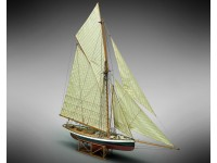 Mamoli 1/50 sloop Puritan America's Cup 1885 wooden mounted model