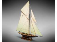 Mamoli 1/64 Britannia racing yacht model to be mounted in wood